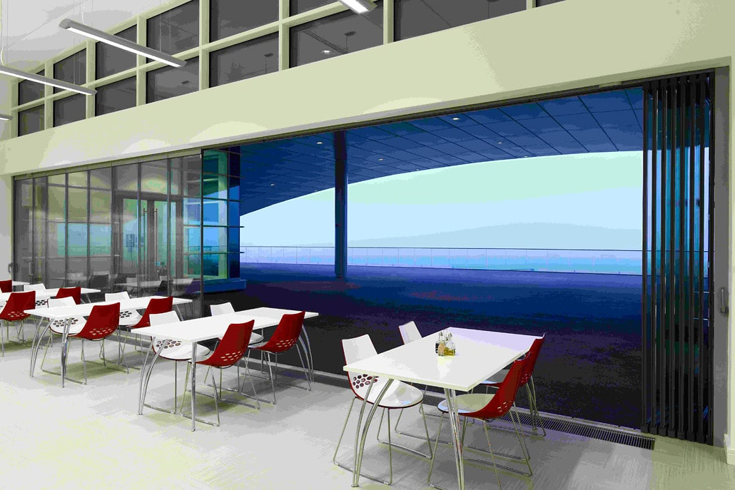 Frameless Doors for Commercial Buildings.