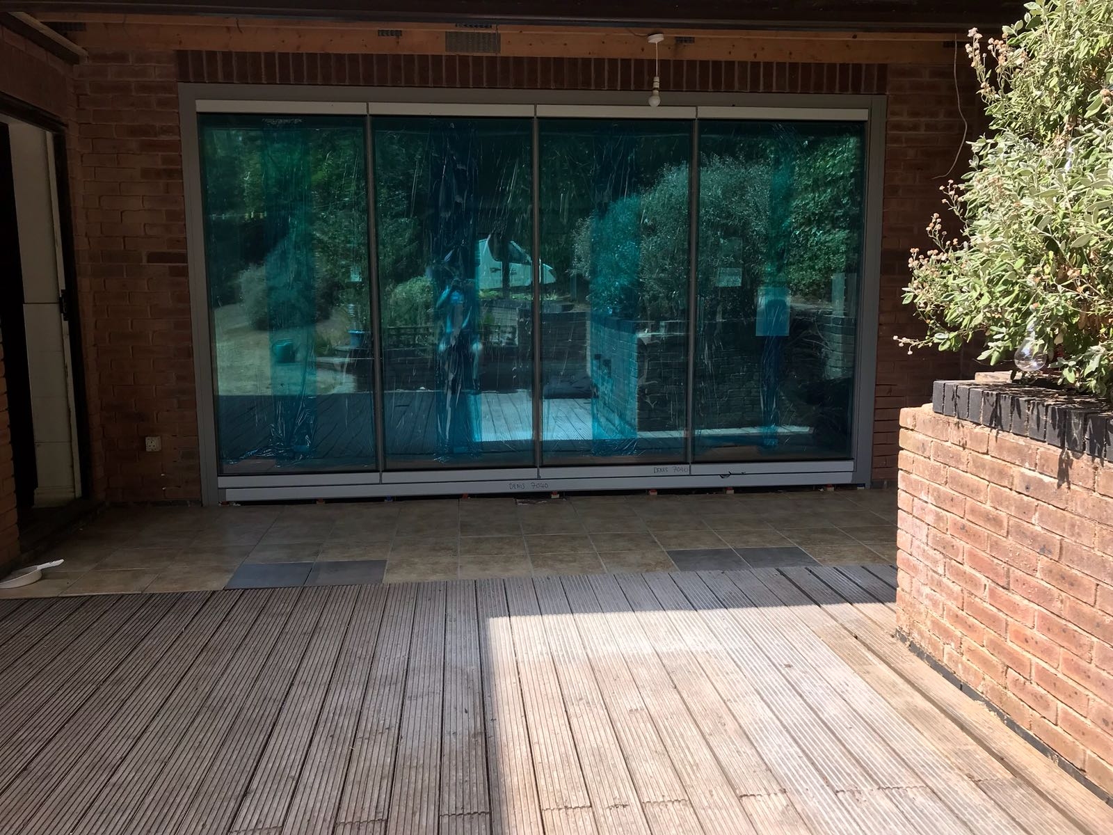 Nottinghamshire Frameless slide and fold doors.